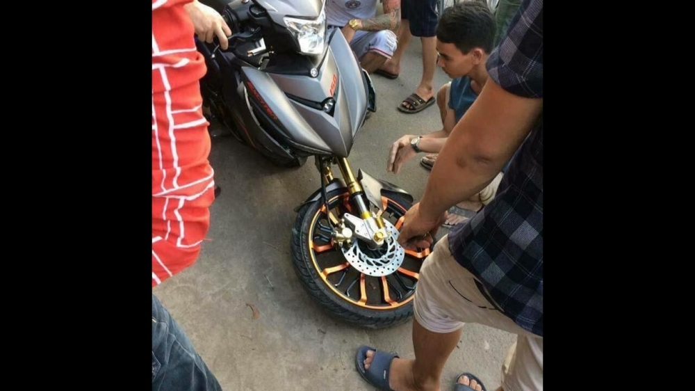 Exciter 150 gay co do duong khi do phuoc Upside downloi canh tinh cho biker Viet - 3