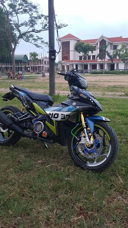 Muon van sac mau tren than the Exciter 150cc voi dan chan bien dang - 6