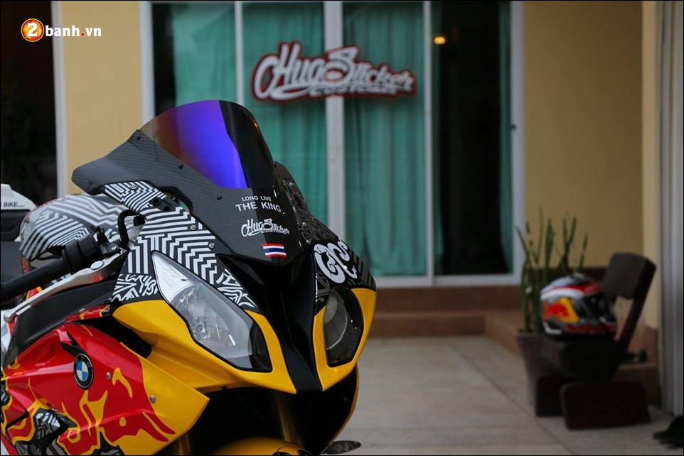 BMW S1000RR sieu pham mo to do phong thai Redbull - 4
