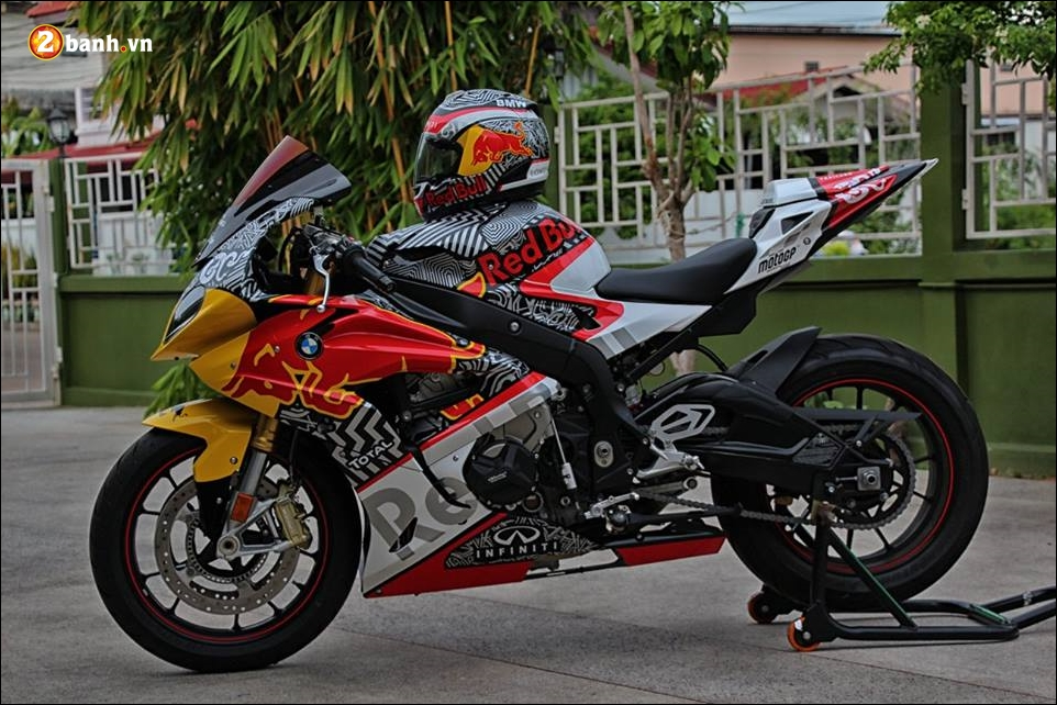 BMW S1000RR sieu pham mo to do phong thai Redbull - 9