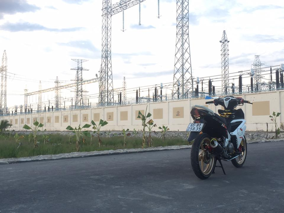Exciter 135 do khoe dang duoi nguon dien ngan Volt