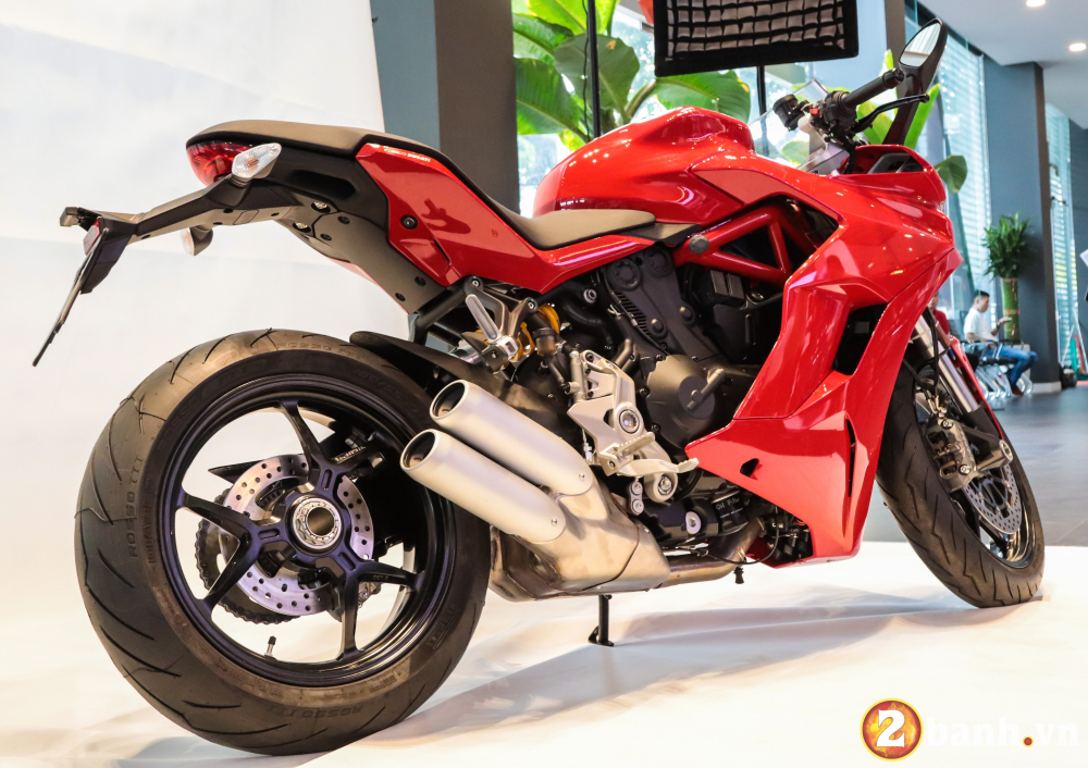 Can canh Ducati SuperSport mau xe mo to the thao thanh thi vo cung an tuong - 3