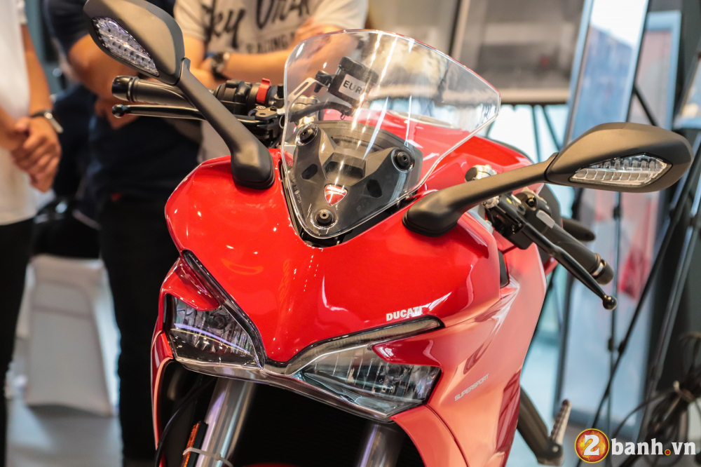 Can canh Ducati SuperSport mau xe mo to the thao thanh thi vo cung an tuong - 5