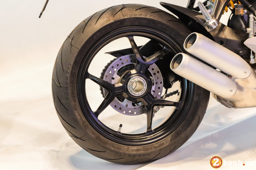 Can canh Ducati SuperSport mau xe mo to the thao thanh thi vo cung an tuong - 13