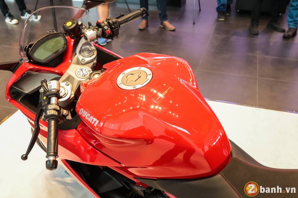 Can canh Ducati SuperSport mau xe mo to the thao thanh thi vo cung an tuong - 17
