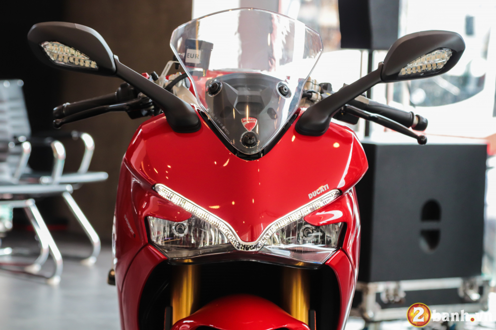 Can canh Ducati SuperSport mau xe mo to the thao thanh thi vo cung an tuong - 23