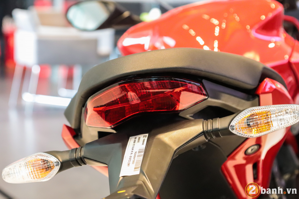 Can canh Ducati SuperSport mau xe mo to the thao thanh thi vo cung an tuong - 29
