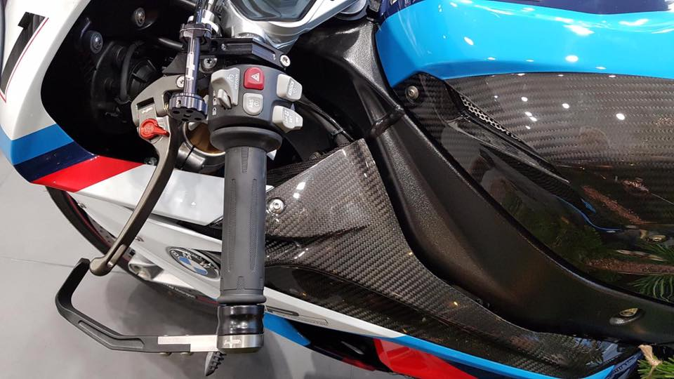 Can canh BMW Motorrad S1000RR 2018 Magny Cours Edition - 5