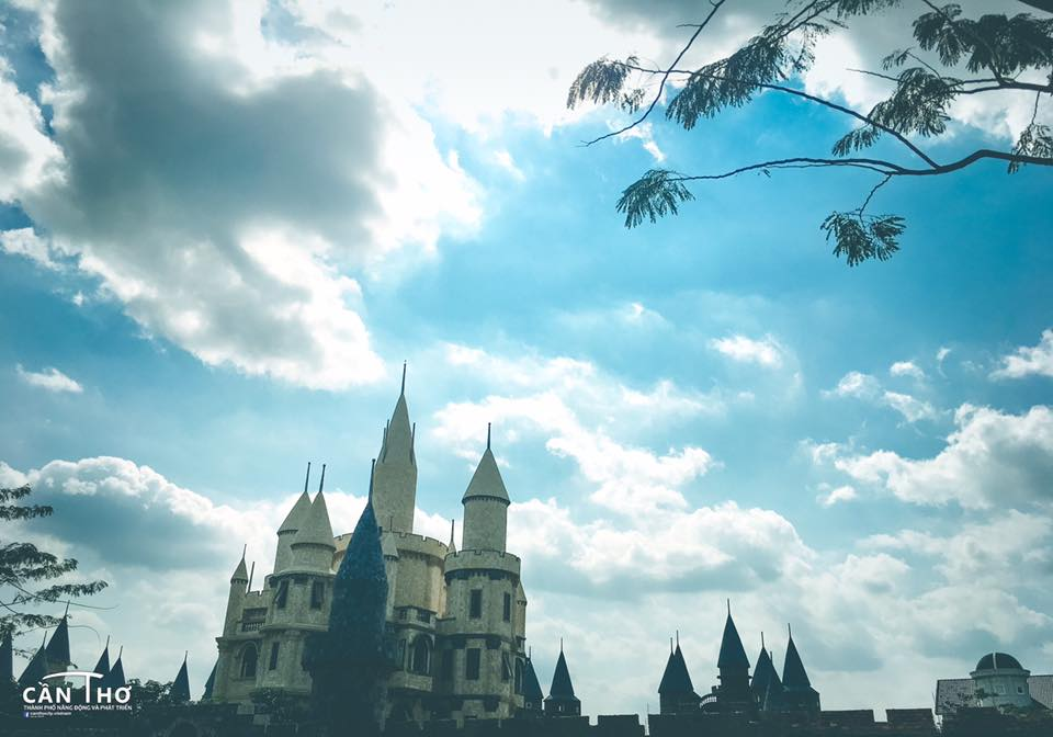 Ngoi truong phu thuy Hogwarts day ma mi trong phim Harry Potter chi cach Can Tho 10km - 7