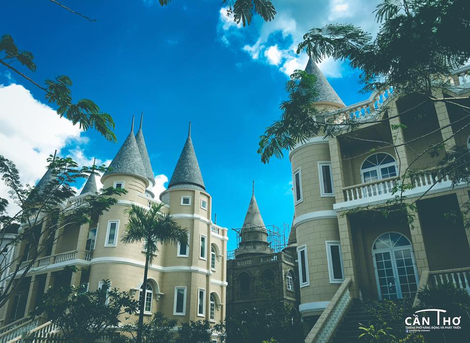 Ngoi truong phu thuy Hogwarts day ma mi trong phim Harry Potter chi cach Can Tho 10km - 8