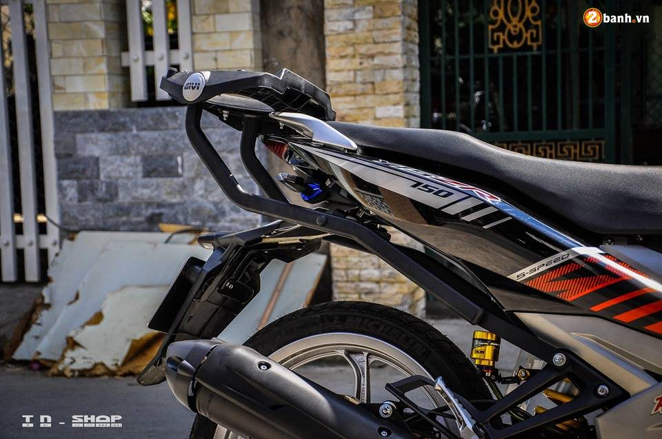 Yamaha Exciter 150 do phong cach Y15ZR voi noi cong toc bien