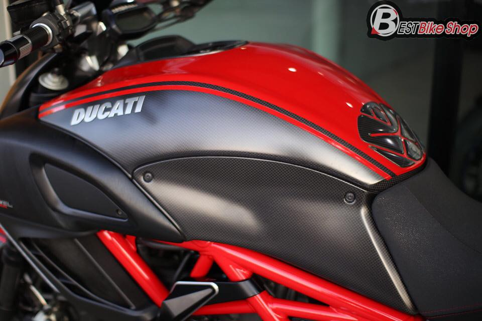Ducati Diavel Red Carbon lot xac toan dien tu full body kit Rizoma - 8
