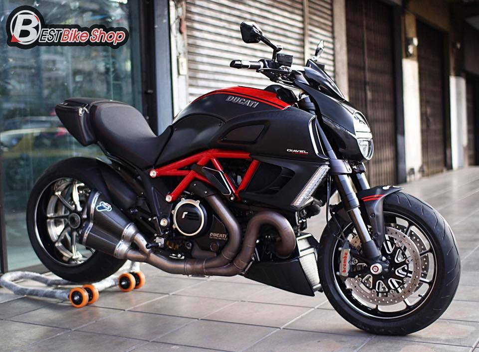 Ducati Diavel Red Carbon lot xac toan dien tu full body kit Rizoma - 12
