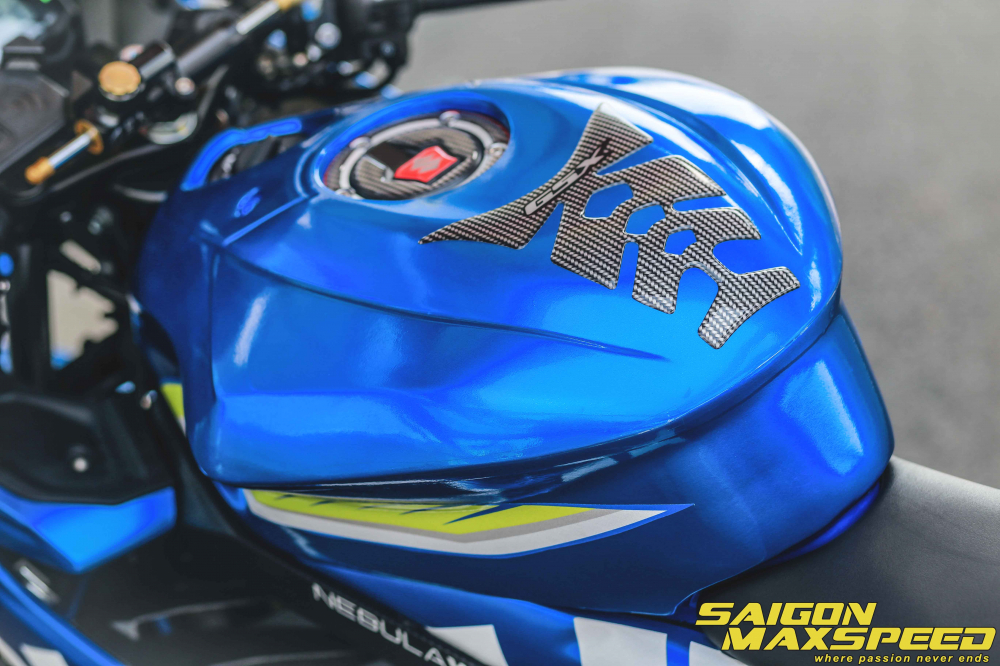 Suzuki GSX R150 do gay an tuong nguoi xem voi option do choi dang cap - 8