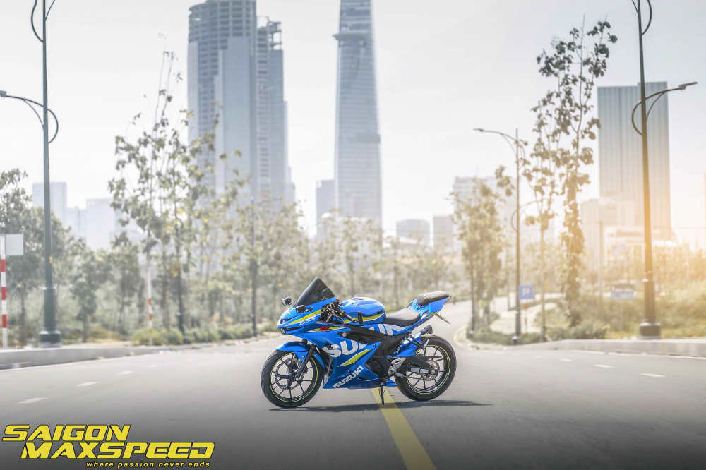 Suzuki GSX R150 do gay an tuong nguoi xem voi option do choi dang cap - 22