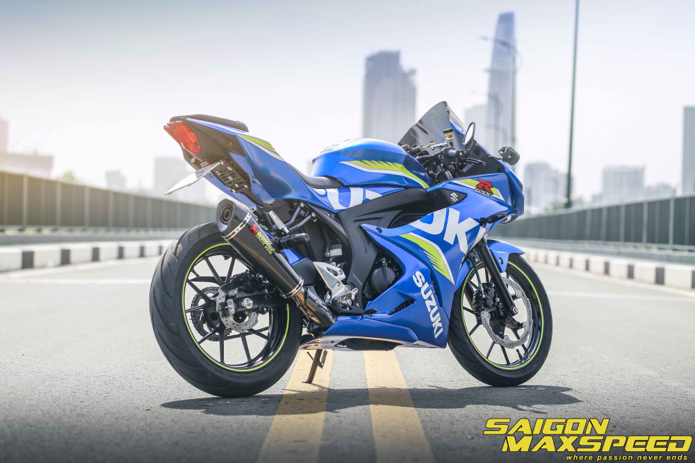 Suzuki GSX R150 do gay an tuong nguoi xem voi option do choi dang cap - 16