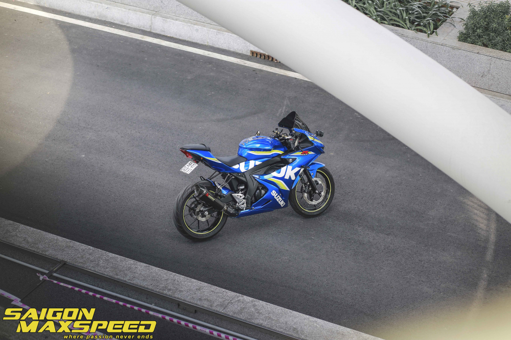 Suzuki GSX R150 do gay an tuong nguoi xem voi option do choi dang cap - 19