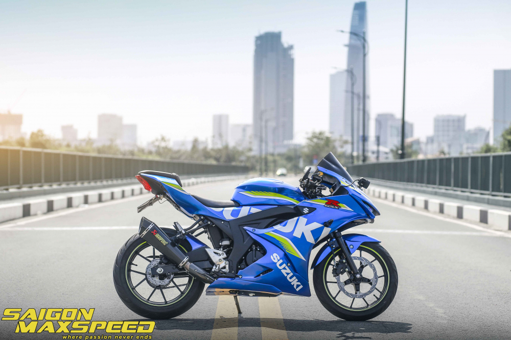 Suzuki GSX R150 do gay an tuong nguoi xem voi option do choi dang cap - 13