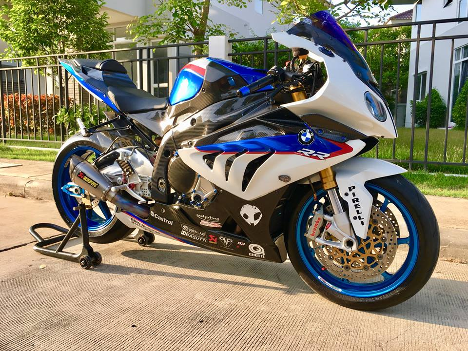 BMW S1000RR do dam chat choi tren dat Thai