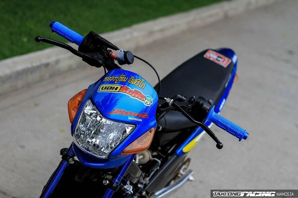 Sonic 125 do mang ve dep chat lu cua biker Thailand