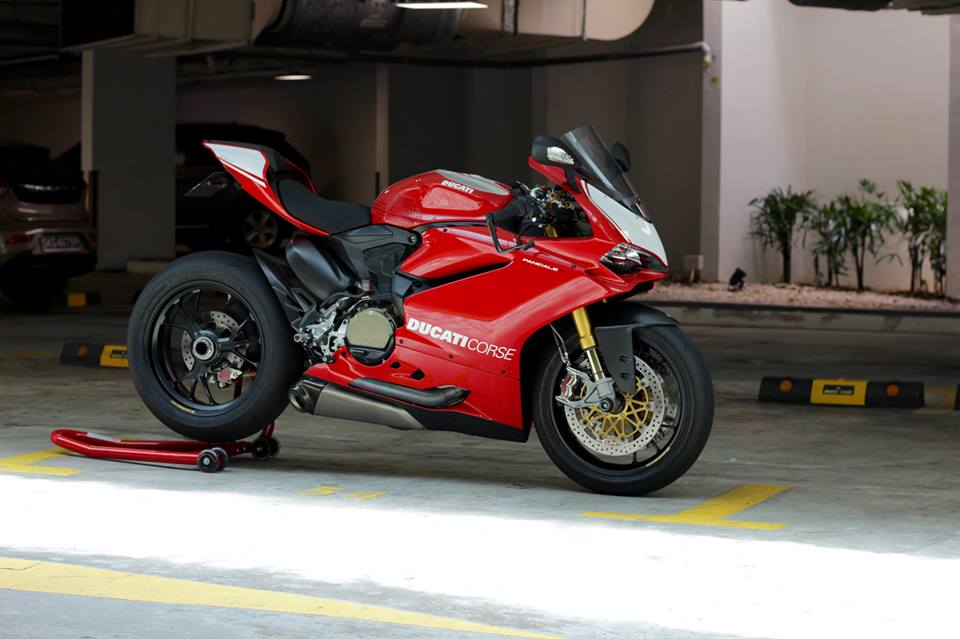 Man nhan voi Superbike Ducati 1299 Panigale S do cuc chat
