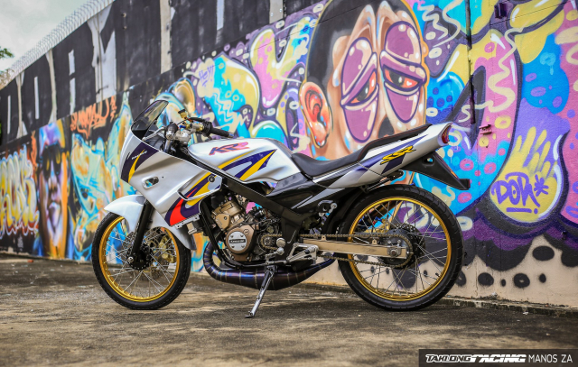 Hut hon voi chiec Kawasaki Kips 150 do gay me qua nen anh son Graffiti - 8