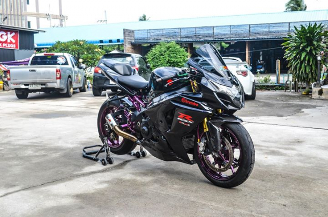 Suzuki GSXR1000 do chat choi voi hinh thai full Black