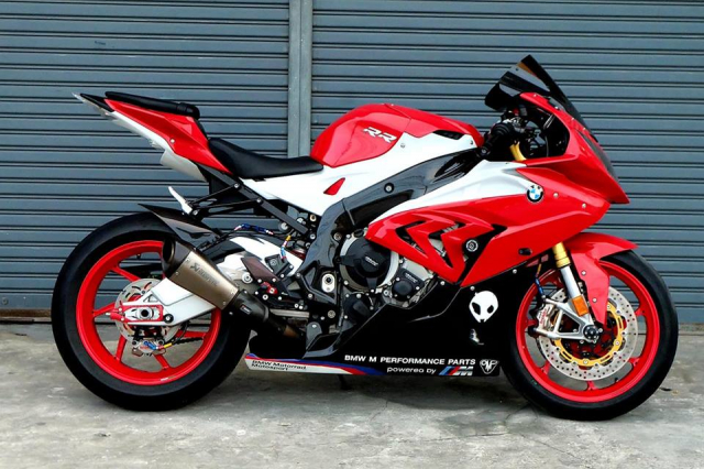 BMW S1000RR Quy du trong bo canh do cuc chat