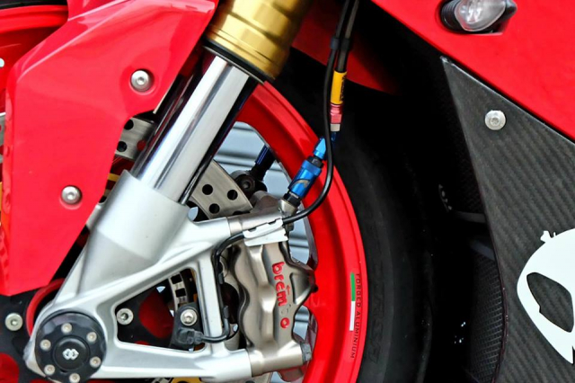 BMW S1000RR Quy du trong bo canh do cuc chat - 7