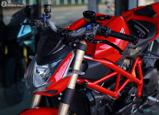 Ducati StreetFighter 848 do chat ngat voi dan option hang hieu