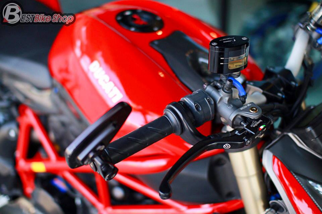 Ducati StreetFighter 848 do chat ngat voi dan option hang hieu - 4