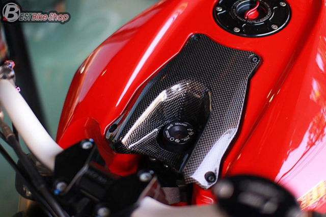 Ducati StreetFighter 848 do chat ngat voi dan option hang hieu - 8