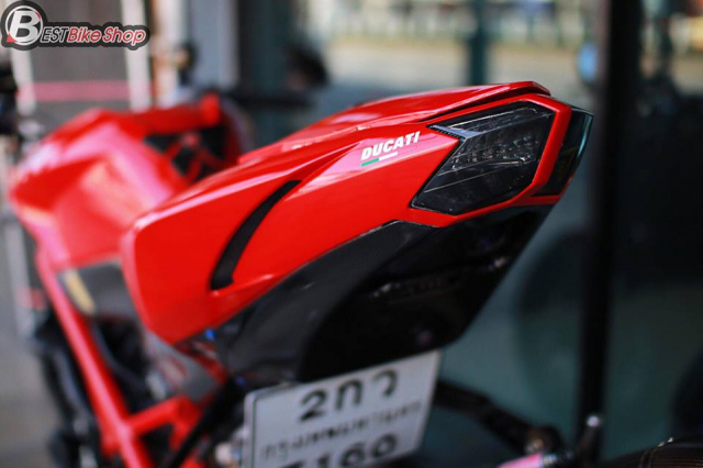 Ducati StreetFighter 848 do chat ngat voi dan option hang hieu - 10