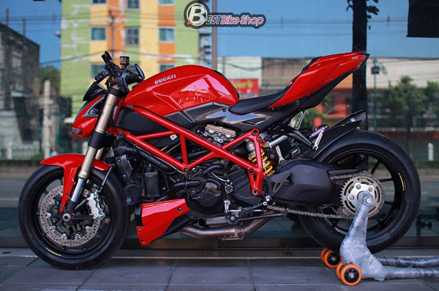 Ducati StreetFighter 848 do chat ngat voi dan option hang hieu - 12