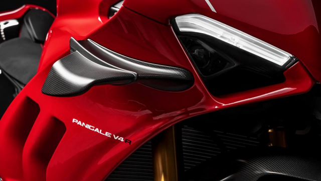 Ducati V4R Panigale 2019 ra mat voi bo canh Carbon dac trung moi - 4