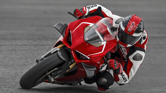 Ducati V4R Panigale 2019 ra mat voi bo canh Carbon dac trung moi - 15
