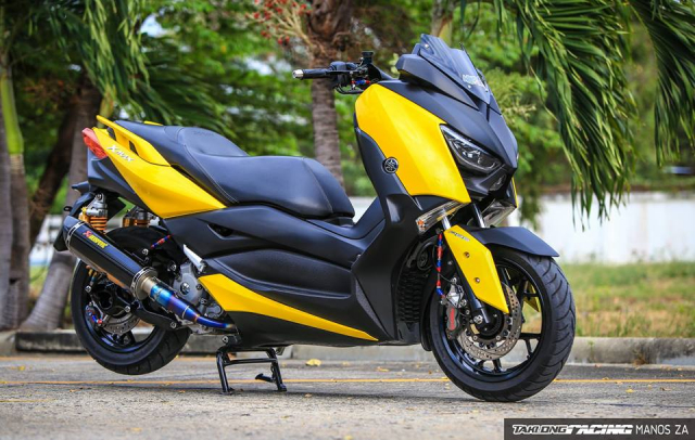 Yamaha XMax300 do full kieng voi dien mao Yellow Sporty cuc tuoi tan