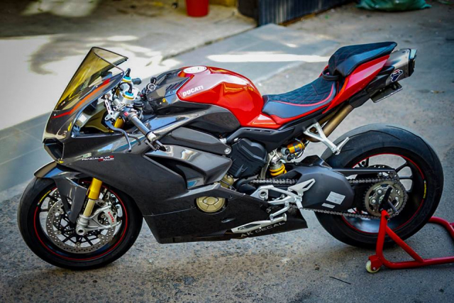 Ducati Panigale V4S do full Carbon ket hop dan do choi hon 300 trieu VND