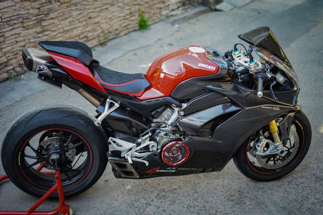 Ducati Panigale V4S do full Carbon ket hop dan do choi hon 300 trieu VND - 10