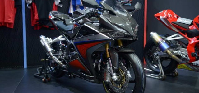 BIMS 2019 CBR250RR H2C Carbon ban do chinh hang cuc dep voi dan ao Carbon - 3