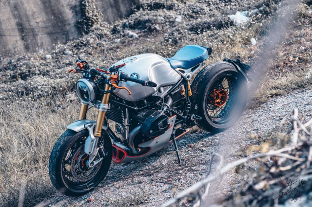BMW RnineT do chat choi mang dam thiet ke Cafe Racer tan thoi