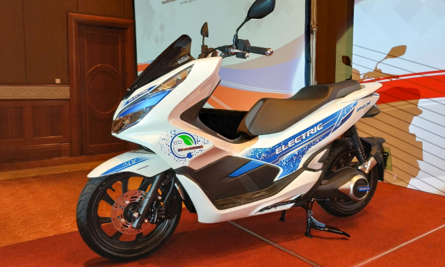 Can canh PCX Electric dau tien co mat tai Viet Nam - 6