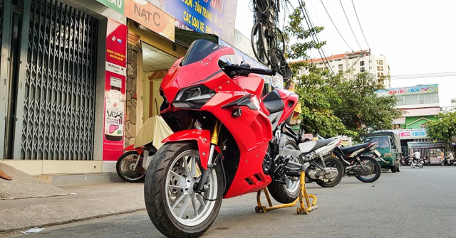 GPX Demon 150 GR do an tuong voi tao hinh y chang Ducati Panigale V4 R - 10