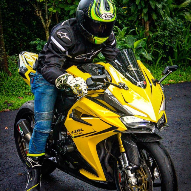 Honda CBR250RR do cuc chat chang he thua kem dan anh Superbike