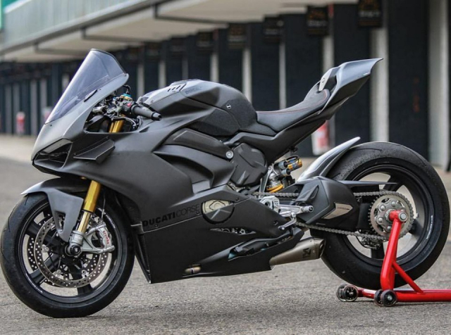 Ducati Panigale V4 do gay can voi dien mao Fullsix Carbon - 3