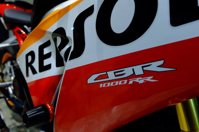 Honda CBR1000RR do day loi cuon trong dien mao Repsol Racing - 4