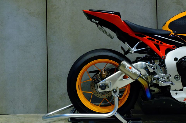 Honda CBR1000RR do day loi cuon trong dien mao Repsol Racing - 14
