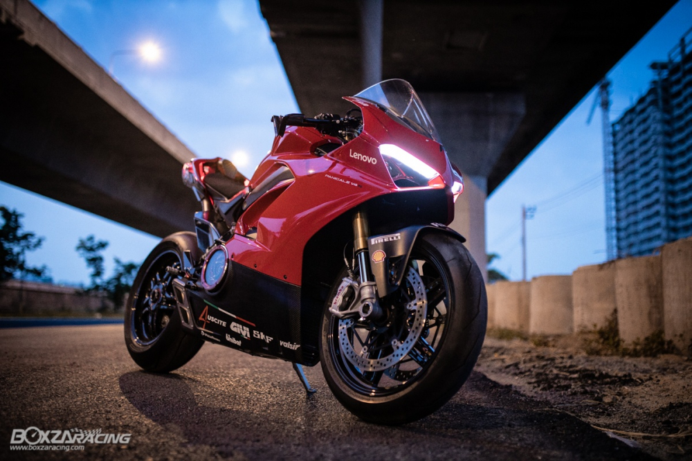 Ducati Panigale V4 S do Ban dung voi phong cach dao pho