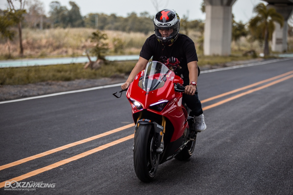Ducati Panigale V4 S do Ban dung voi phong cach dao pho - 16