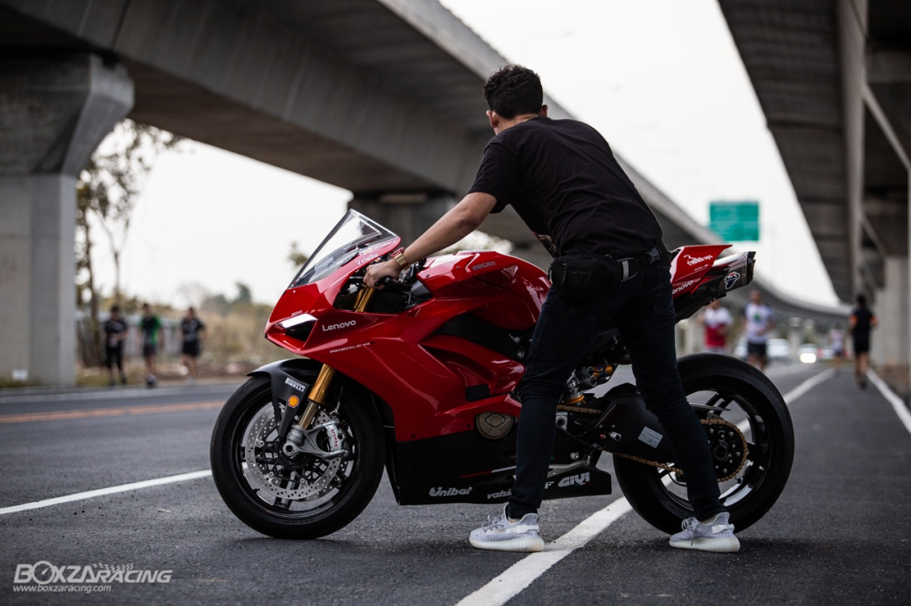 Ducati Panigale V4 S do Ban dung voi phong cach dao pho - 18